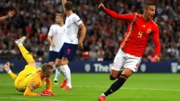 England unterliegt Spanien, Schweiz schießt Island ab