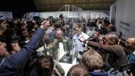 """Smartphone """"Mate X"""" vor Huawei mit 5G-Modul auf dem Mobile World Congress in Barcelona"""