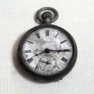 Der auf die Minute genau geplante Tod, für alle Zeit festgehalten: Die Taschenuhr aus dem Besitz eines Opfers der Atombombe von Hiroshima wird im Hiroshima Peace Memorial Museum verwahrt.