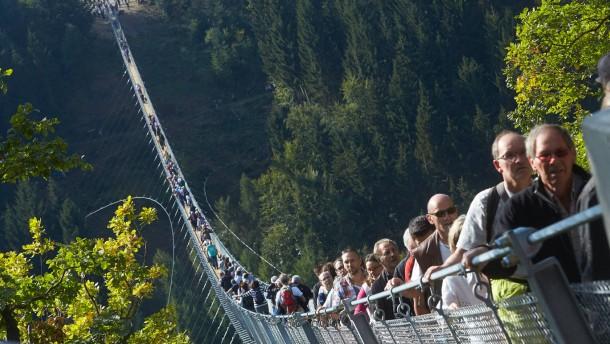 Längste deutsche Hängeseilbrücke eröffnet