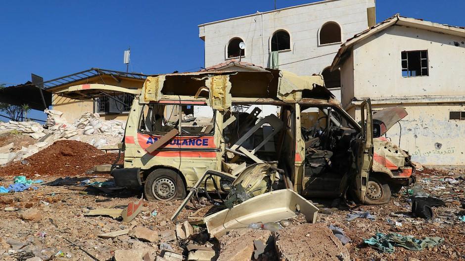 Ein Krankenhaus westlich von Aleppo soll nach Informationen von Kriegsbeobachtern am Dienstag von Kampfflugzeugen attackiert worden sein.
