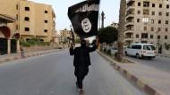 Ein IS-Mitglied Ende Juni in der syrischen Stadt Raqqa