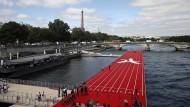 Schwimmende Laufbahn auf der Seine in Paris im Juni 2017