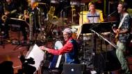 Blech und Getöse: Gemeinsam mit der hr-Bigband und der Gruppe Eggs Laid By Tigers hat Django Bates (Mitte) die Beatles neu interpretiert.