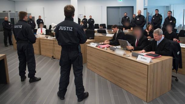 """Lange Haftstrafen für Mitglieder der rechten """"Gruppe Freital"""""""