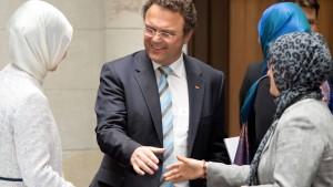 Friedrich weist Forderungen muslimischer Verbände zurück