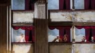 Theater im Theater: Die Gräfin, La Roche, Clairon, Olivier und Flamand (v. l.) reden über die Kunst.