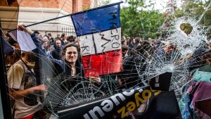 Schwere Krawalle bei Mai-Demonstration