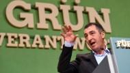 Kritisiert die Türkei-Politik von Kanzlerin Merkel vor dem Gipfel am Montag scharf: der Grünen-Vorsitzende Cem Özdemir, hier im vergangenen Oktober beim Landesparteitag der Grünen in Pforzheim