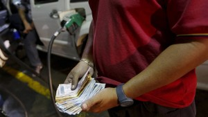 """Tank-Paradies"" Venezuela erhöht Benzinpreis"