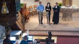 Gottesdienst mit Tablet und Smartphone