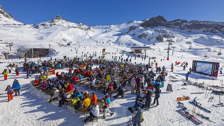 Abgefahren: Vor Corona kamen sich die Skitouristen in Ischgl mitunter ziemlich nah.