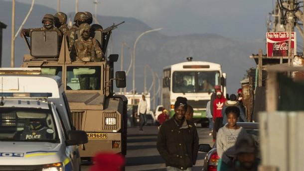 """Schon mehr als 80 Tote in Südafrikas """"Taxi-Krieg"""""""