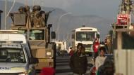 Einsatz in Kapstadt: Polizei und Militär sind in Alarmbereitschaft, angeblich wird die Region auch von Hubschraubern aus der Luft überwacht.