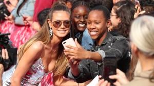 Warum Jugendliche so viele Selfies machen