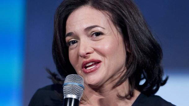 Managerin sheryl sandberg sieht das soziale netzwerk als jobmaschine