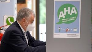 """""""Spontanversammlung"""" vor Privathaus von NRW-Innenminister Reul"""