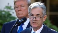 Ein Foto vom November 2017: Damals war Jerome Powell (r.) noch der Wunsch-Nachfolger von Präsident Donald Trump für die Spitze der amerikanischen Notenbank Fed.