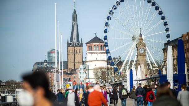 Kein Stehen und Sitzen: Düsseldorf verhängt Verweilverbot