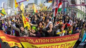 Öcalan-Rufe und Familienfeststimmung