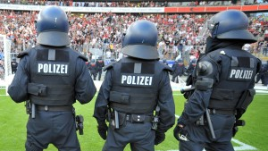 Polizei klagt über Politik