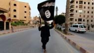 Kämpfer der Terrormiliz Islamischer Staat: Verantwortlich für den Schaden auf der russischen Militärbasis?