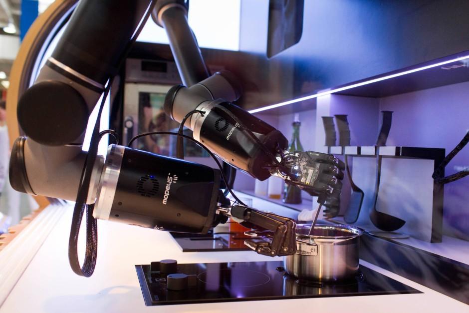 bild zu gourmetessen vom roboter maschinen imitieren profik che bild 1 von 1 faz. Black Bedroom Furniture Sets. Home Design Ideas