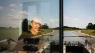 Tourismus statt Braunkohle: Dirk Hartmann im Führerhaus der Schleuse