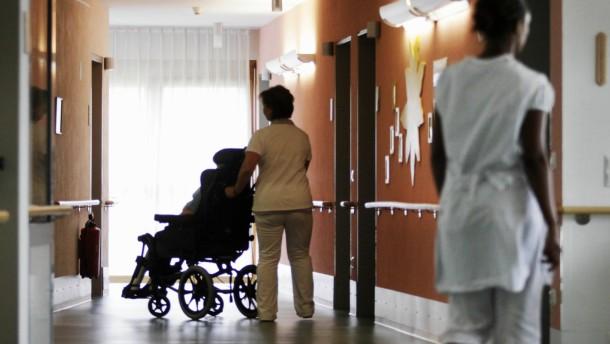 Bahr lobt Einigung zum Ausbildungspakt Altenpflege
