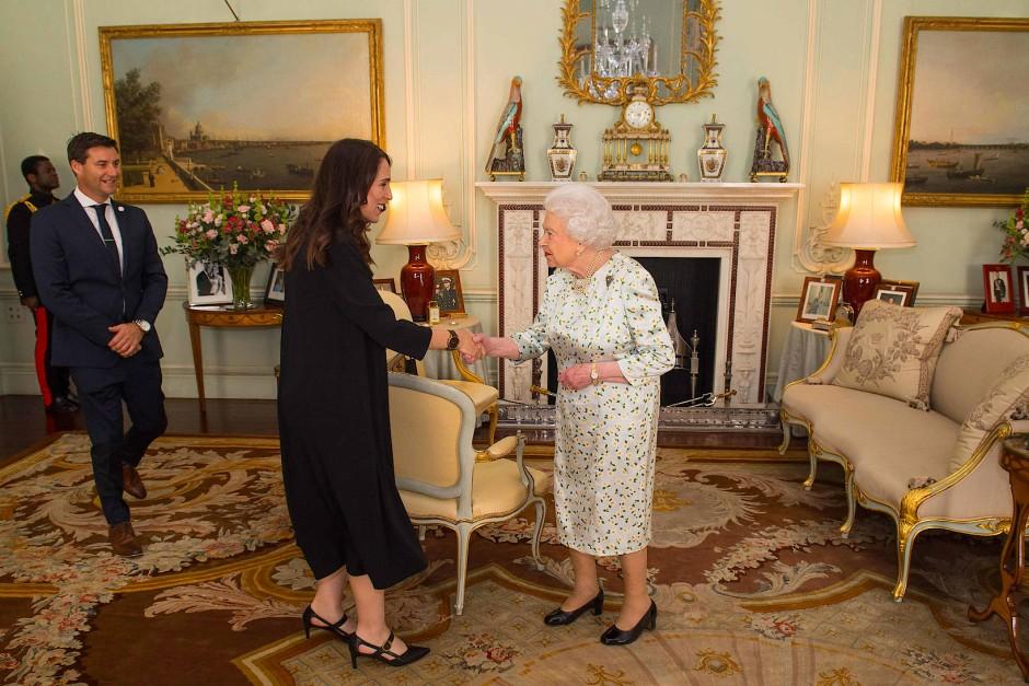 Bei der Queen: Neuseelands Regierungschefin im April im Buckingham Palace.