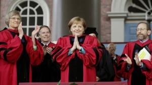 Elite-Universität Harvard lobt Merkel für Flüchtlingspolitik