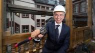 Der Frankfurter Oberbürgermeister Peter Feldmann (SPD) fremdelt mit seiner wirtschaftspolitischen Rolle.