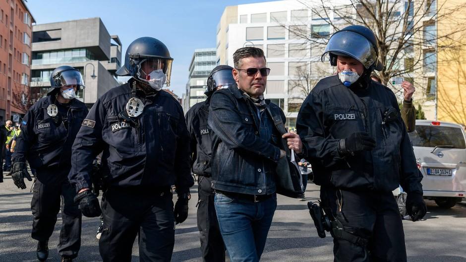 Ken-FM-Gründer Jebsen auf einer Protestveranstaltung in Berlin