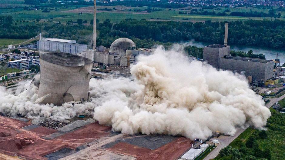 Sprengung der Kühltürme des 2019 stillgelegten Kernkraftwerks Philippsburg in Baden-Württemberg. Das Foto entstand am 14. Mai 2020.