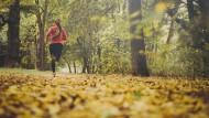 Jeder vierte Deutsche sagt von sich, dass er joggen geht, mancher trotz Schmerzen und Motivationstief.