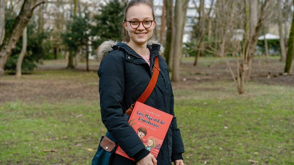 Schon ihr zweites Buch: Medizinstudentin Sonja Marschall schreibt für Kinder über Krebs, Herzfehler – und als Nächstes über Allergien.