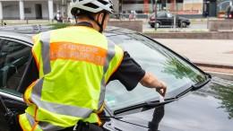 Mit dem E-Bike im Einsatz gegen Falschparker