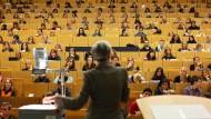 Folienableseautomaten? Die Position des Professors in den Hochschulstrukturen scheint geschwächt
