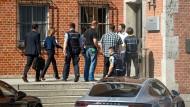 Im Diesel-Skandal durchsuchten Staatsanwälte und Beamte der Landeskriminalämter Baden-Württemberg und Bayern Standorte des Autobauers Porsche.