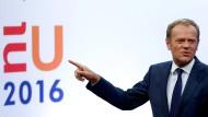 Da geht´s raus: EU-Ratspräsident Donald Tusk