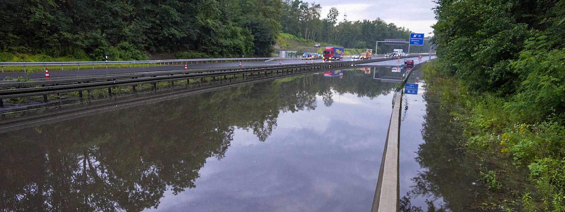 Überschwemmte Autobahn wieder freigegeben