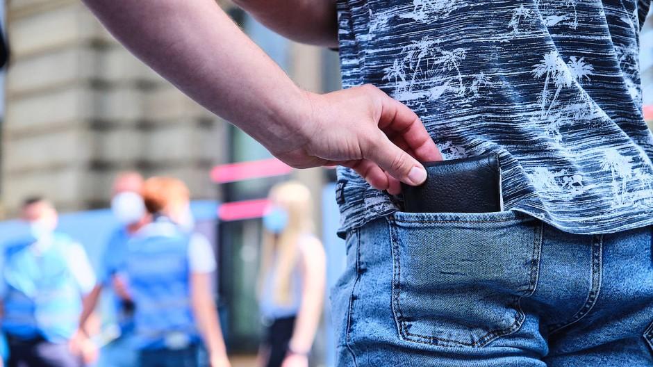 Zugriff: In der Gesäßtasche ist das Portemonnaie nicht sicher.