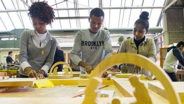 Unternehmen werden zur Schule für Flüchtlinge