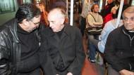 Volksnah: Bergoglio (Mitte) im Mai 2008 in der U-Bahn von Buenos Aires
