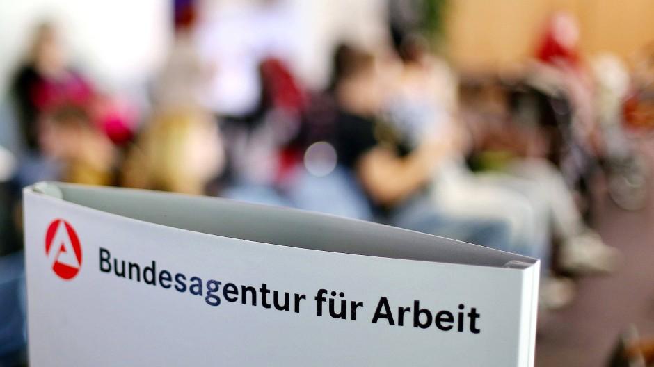 Rückläufig: Die hessische Arbeitsagentur verzeichnet sinkende Zahlen. (Symbolbild)