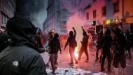 Hamburger Polizei fahndet mit Fotos nach mutmaßlichen G-20-Randalierern