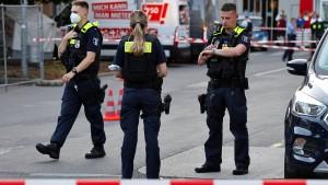 Schüsse auf Baumarkt-Parkplatz – vier Verletzte