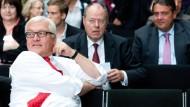 Entspannte Troika (von links): Steinmeier, Steinbrück und Gabriel auf dem Zukunftskongress der SPD-Bundestagsfraktion