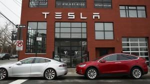 Musk kündigt Tesla-Truck für September an