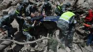 Bis zu hundert Tote bei Erdbeben in China befürchtet